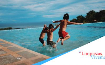 ¿Cómo limpiar una piscina? Consejos MUY TOP + antes/después